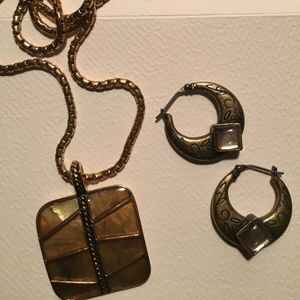 MONET Gold tone PENDANT NECKLACE + earrings free.